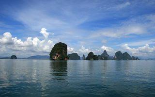 Фото бесплатно море, острова, скалы, растительность, небо, облака