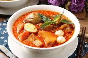 Фото бесплатно мясо, яйцо, базилик, суп