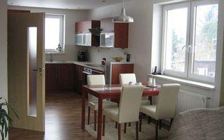 Бесплатные фото кухня, шкафчики, полки, стол, стулья, окна
