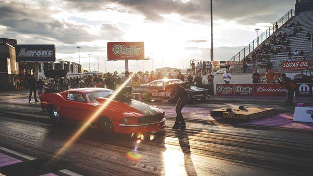 Бесплатные фото Ford Mustang,драг,старт,публика,соревнование
