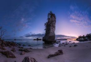 Фото бесплатно New Zealand, Coromandel, Waikato, Вайкато, Новая Зеландия, морской пейзаж, Море, Луна, Облака, скала, остров