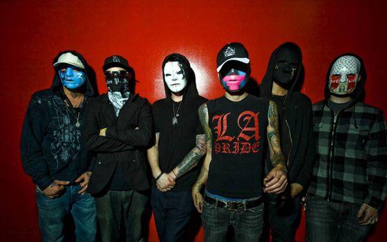Фото бесплатно парни, маски, одежда
