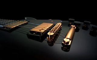 Заставки гитара,черная,струны,золотистые,держатели