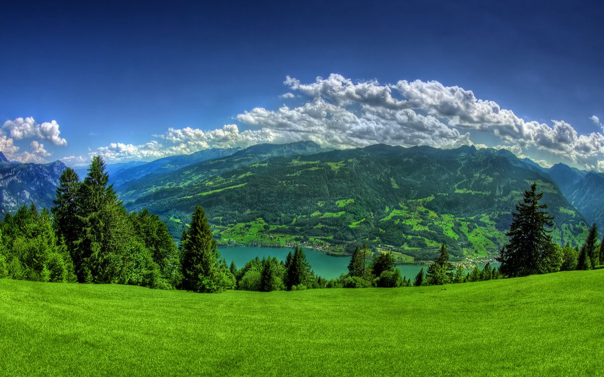 Фото бесплатно горы, трава, деревья, река, небо, облака - на рабочий стол