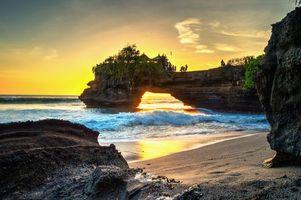 Заставки Бали, закат, море, скалы, арка, силуэты, пейзаж