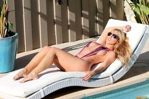 Заставки Capri Cavanni, модель, эротика, красотка, девушка, голая, голая девушка, обнаженная девушка, позы, поза
