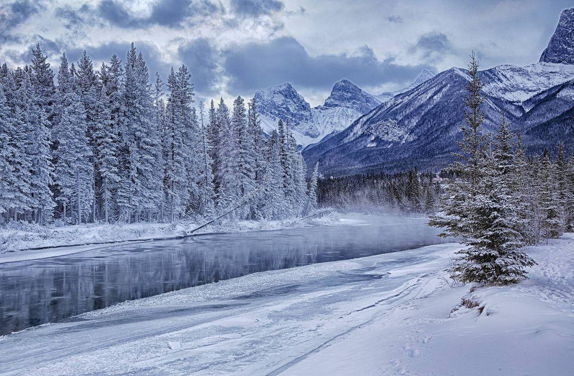 Фото бесплатно Bow River, Canada, горы, река, зима, деревья, пейзаж, пейзажи