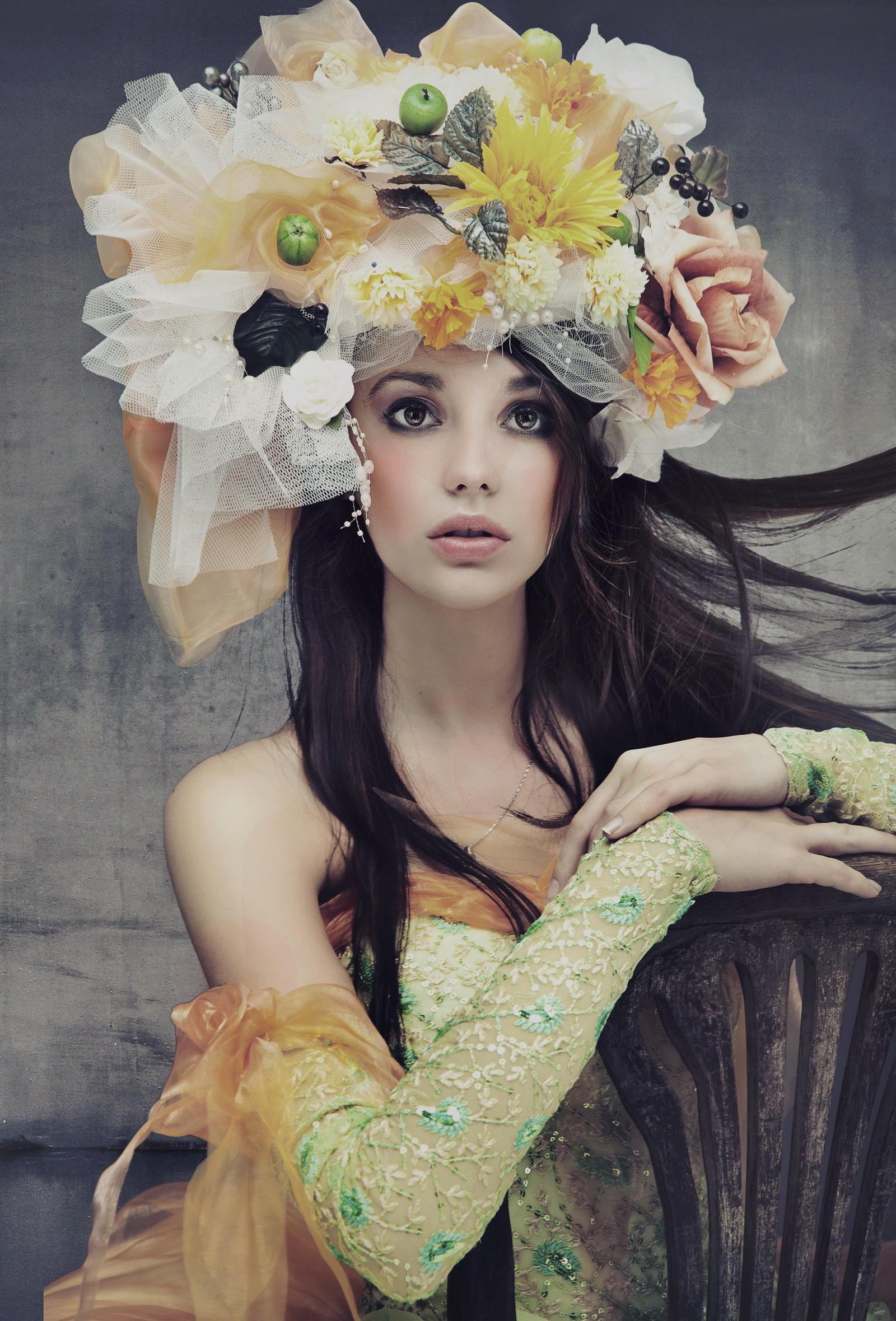 обои девушка, макияж, венок, цветы картинки фото