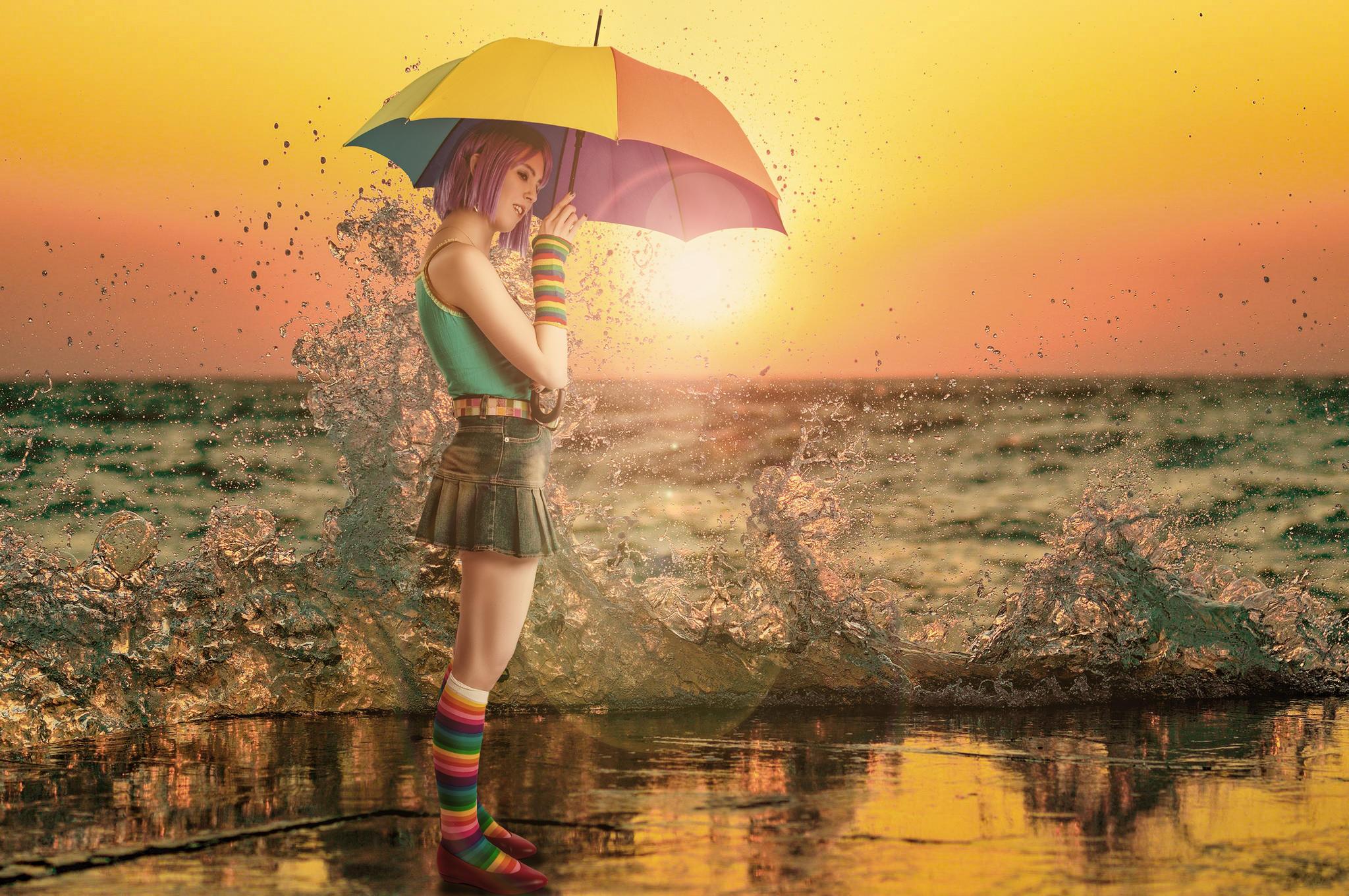 Обои закат, девушка, зонт, брызги