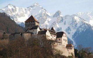 Заставки замок, крепость, деревья, горы, снег, небо