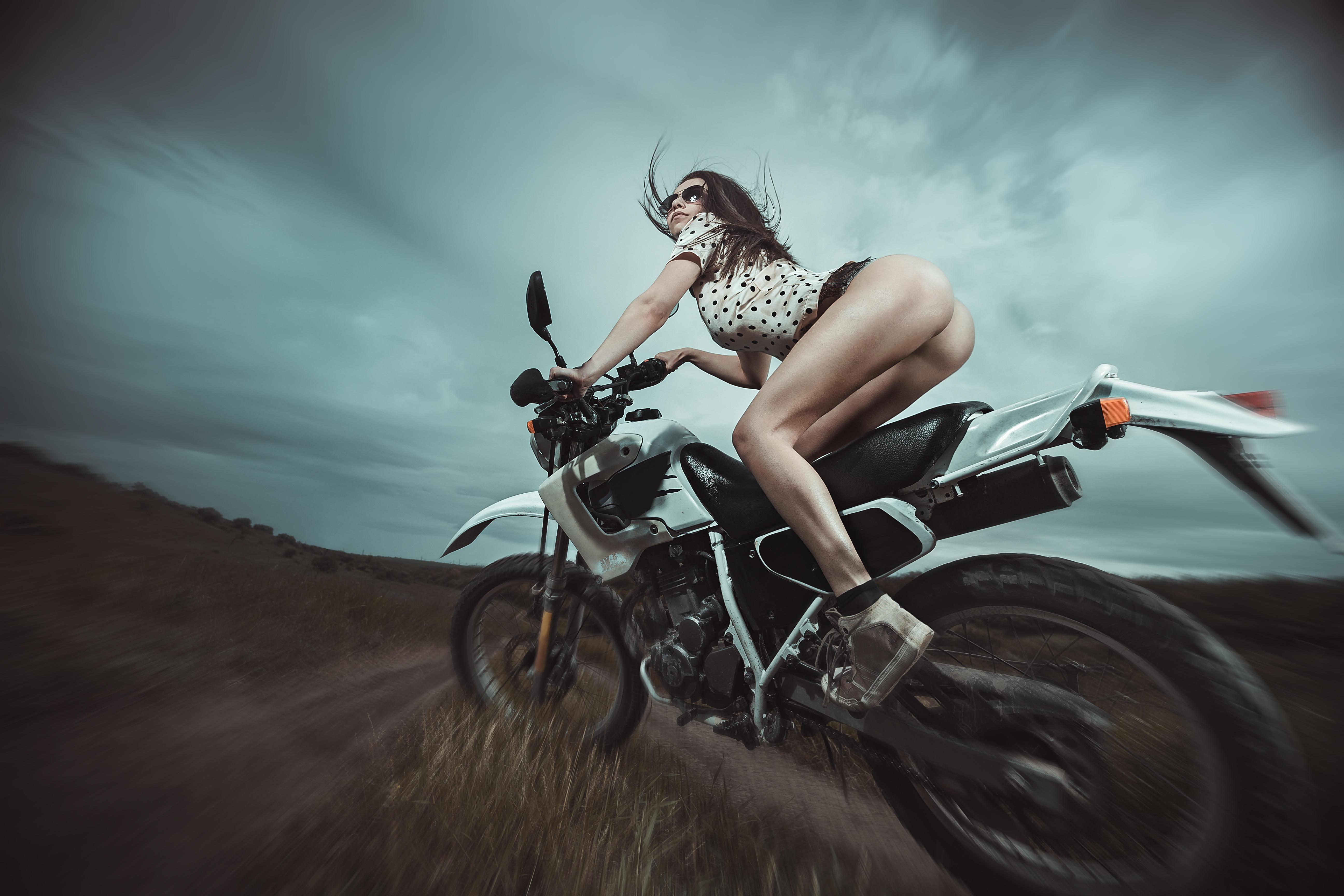 Обои девушка, мотоцикл, скорость, девушка на мотоцикле