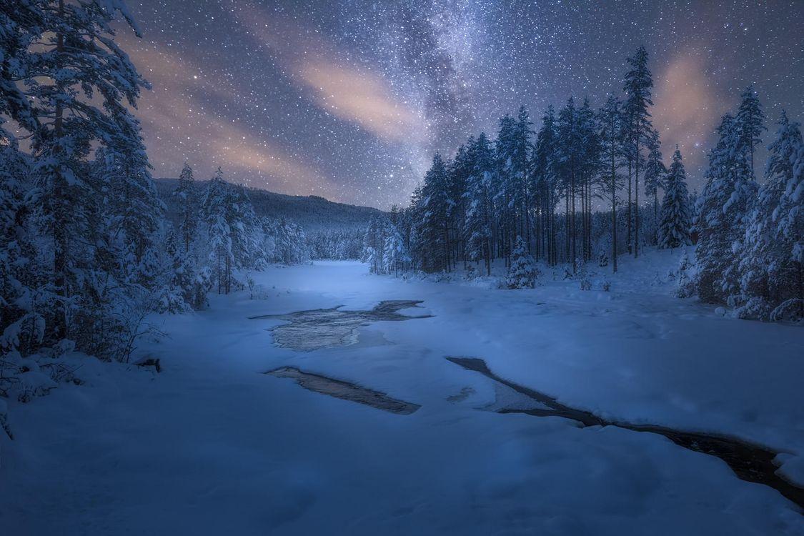 Фото бесплатно Sokna, Норвегия, зимний день в январе, река, зима, ночь, сияние, деревья, пейзаж, пейзажи
