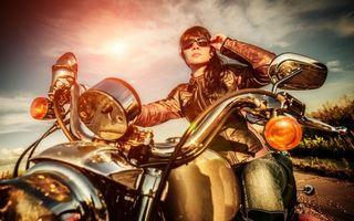 Бесплатные фото байк,фара,руль,бак,девушка,очки,куртка