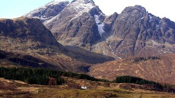 Бесплатные фото горы,скалы,деревья,дом,белый,столбы