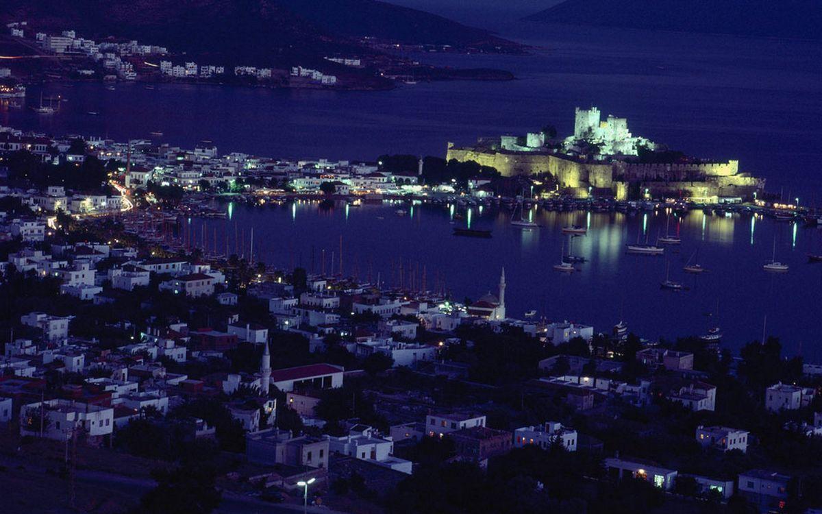 Фото бесплатно ночь, побережье, дома, улицы, огни, море, город