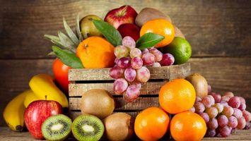 Заставки ящик, фрукты, бананы, яблоки, киви, виноград, апельсины, лайм, листья