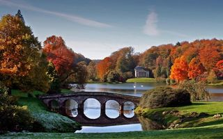 Заставки мостик,река,осень,деревья,храм