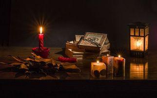 Бесплатные фото свечи,книги,фонарь,очки,натюрморт