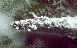 Фото бесплатно горы, вулканы, извержение, дым, пепел, облака, фото с верху