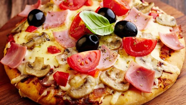 Photo free pizza, mushrooms, tomatoes