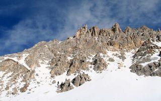 Фото бесплатно горы, скалы, камни, снег, небо, облака
