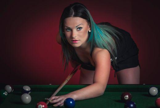 Бесплатные фото model,Natalia,девушка,модель,красотка,Биллиард,игра,шары,настроение,взгляд