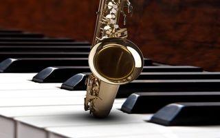 Бесплатные фото рояль,пианино,клавиши,саксафон,инструменты