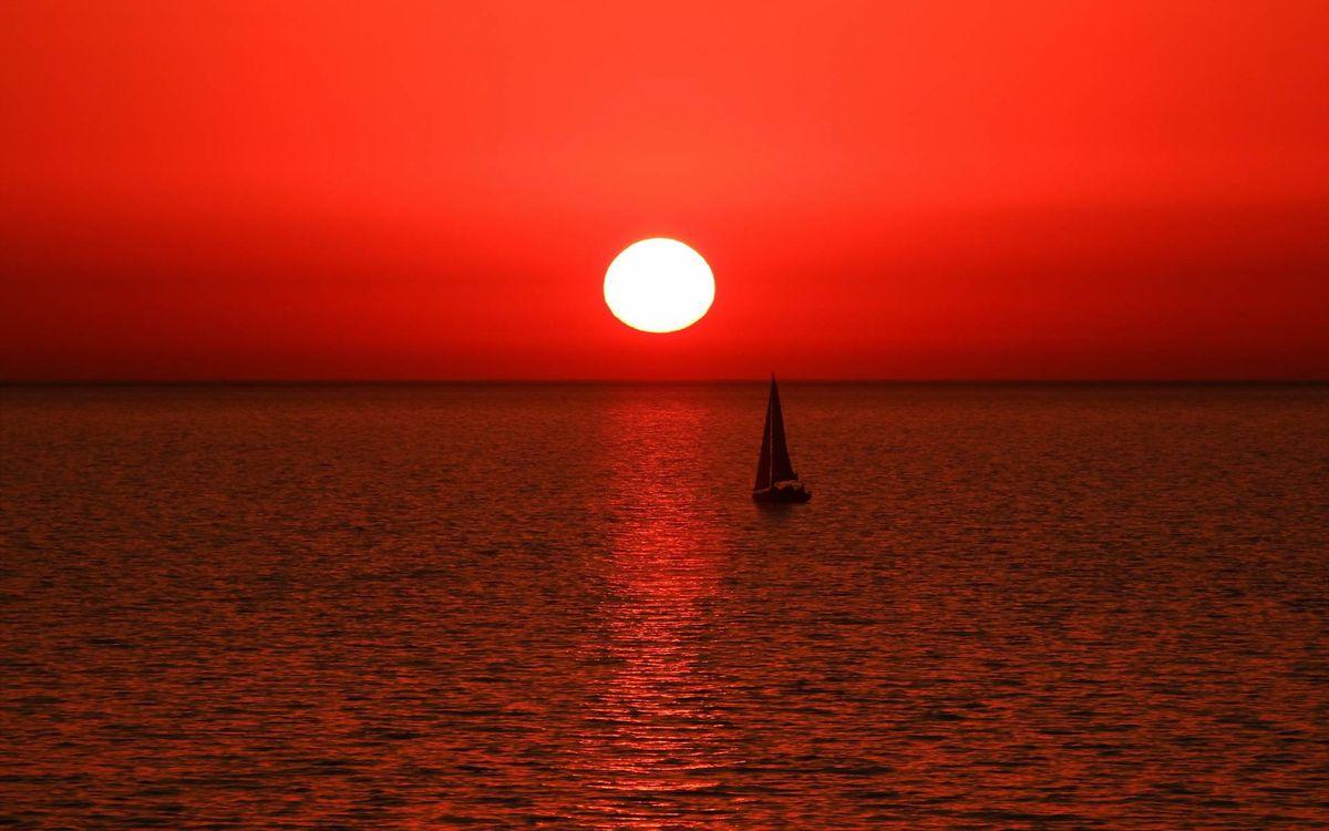 Фото бесплатно парусник на закате солнца, красное небо, рябь - на рабочий стол