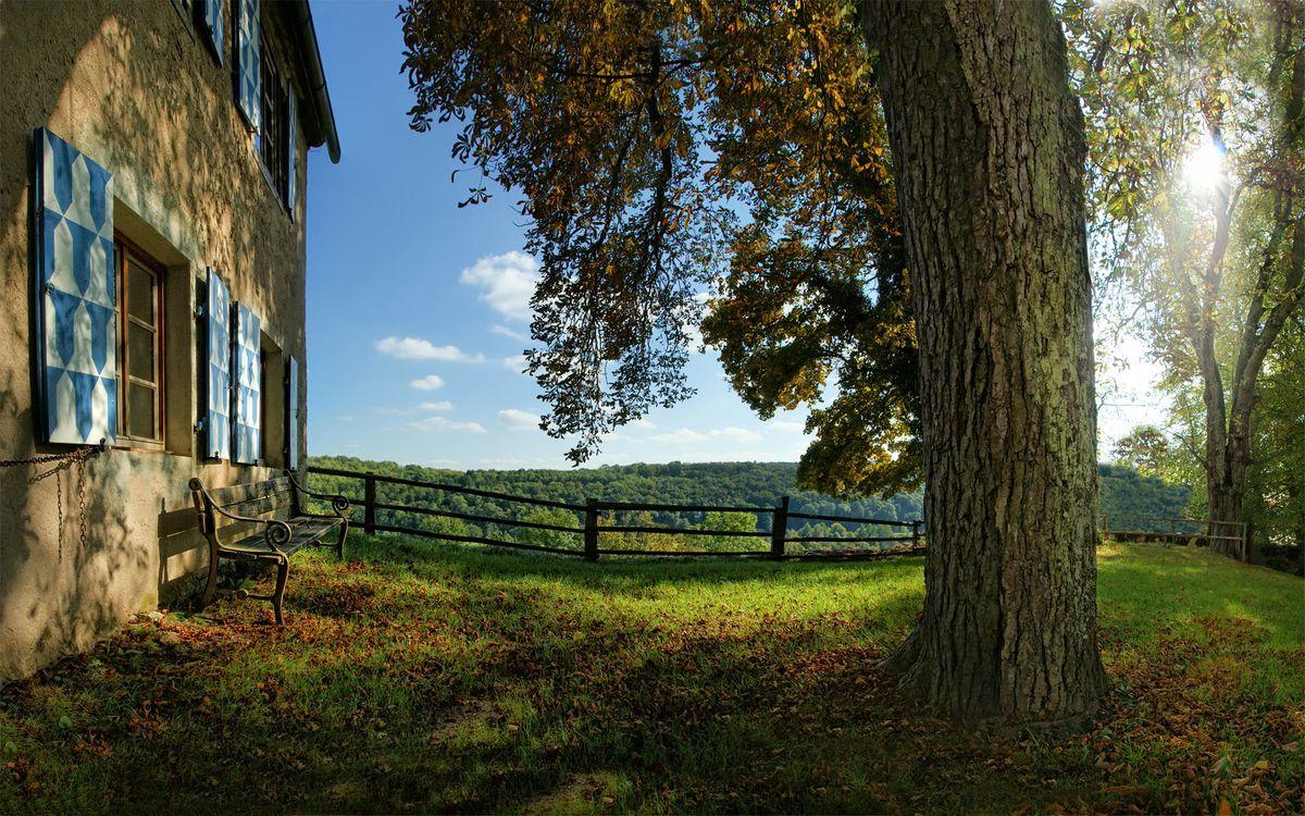 Фото бесплатно дом, двор, ограда, скамейка, трава, деревья, пейзажи - скачать на рабочий стол