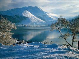 Фото бесплатно зима, деревья, иней, озеро, горы, небо, облака