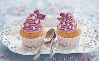 Фото бесплатно десерт, пирожное, кекс, крем, цветы, ложечки