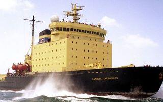 Заставки корабль, ледокол, палуба, команда, антенны, шлюпки, море