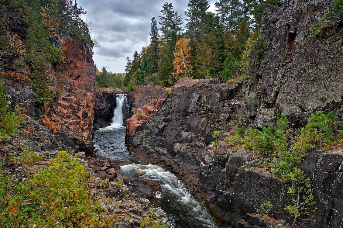Фото бесплатно осень, лес, деревья, скалы, речка, водопад, пейзаж, пейзажи