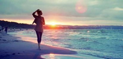 Фото бесплатно девушка на пляже, закат, песок
