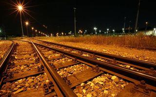 Бесплатные фото ночь,железная дорога,рельсы,шпалы,гравий,столбы,фонари