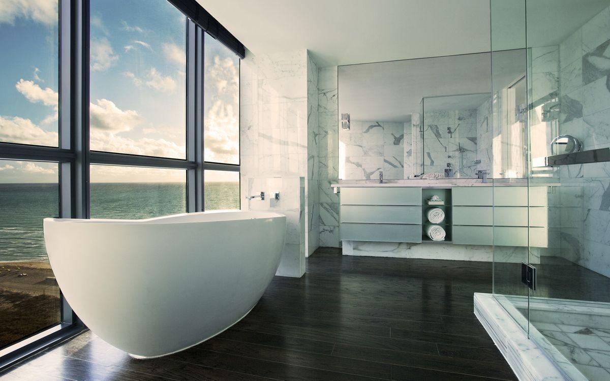 Фото бесплатно ванная комната, дизайн, зеркало, стекло, панорамное окно, интерьер