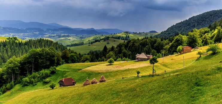 Photo free archaic mountain village, Romania, hills