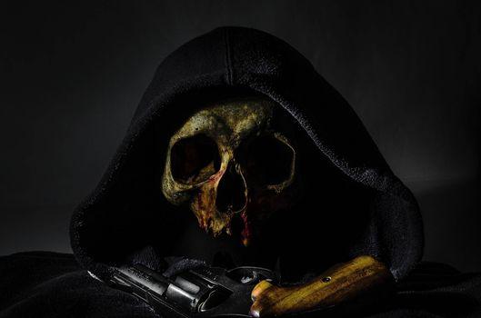 Бесплатные фото Револьвер,пистолет,череп,натюрморт