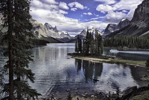 Национальный парк Джаспер, Maligne Lake, Остров Дух, Канада, Alberta