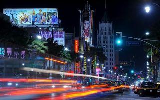 Бесплатные фото ночь,улица,автомобили,скорость,огни,фонари,рекламные щиты