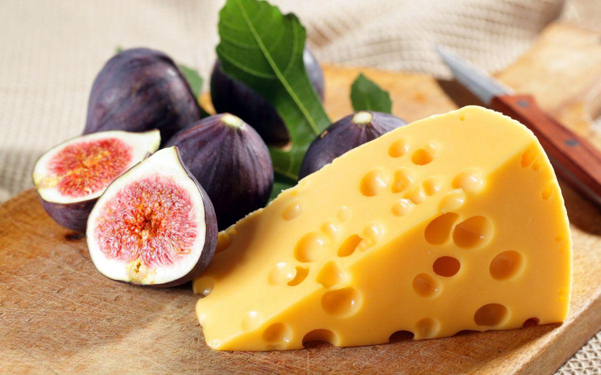 Картинка сыр, дырочки, тропический плод, листья, доска, нож на рабочий стол. Скачать фото обои еда