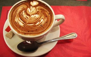 Бесплатные фото чашка,блюдце,ложечка,кофе,пена,латте-арт