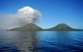 Фото бесплатно море, остров, вулканы, извержение, дым, пепел, небо