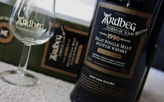 Ardbeg, виски, бутылка, фужер, коробка