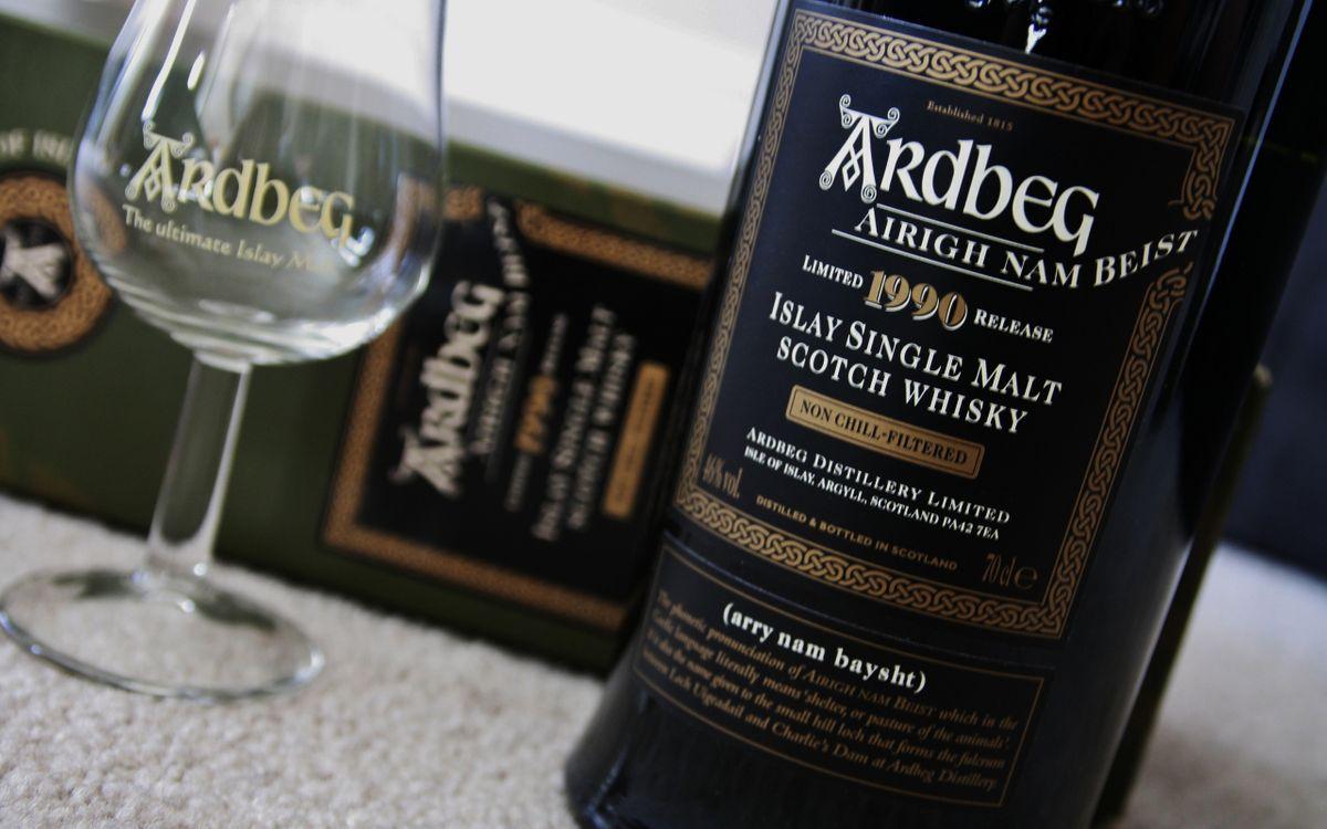 Фото бесплатно Ardbeg, виски, бутылка - на рабочий стол