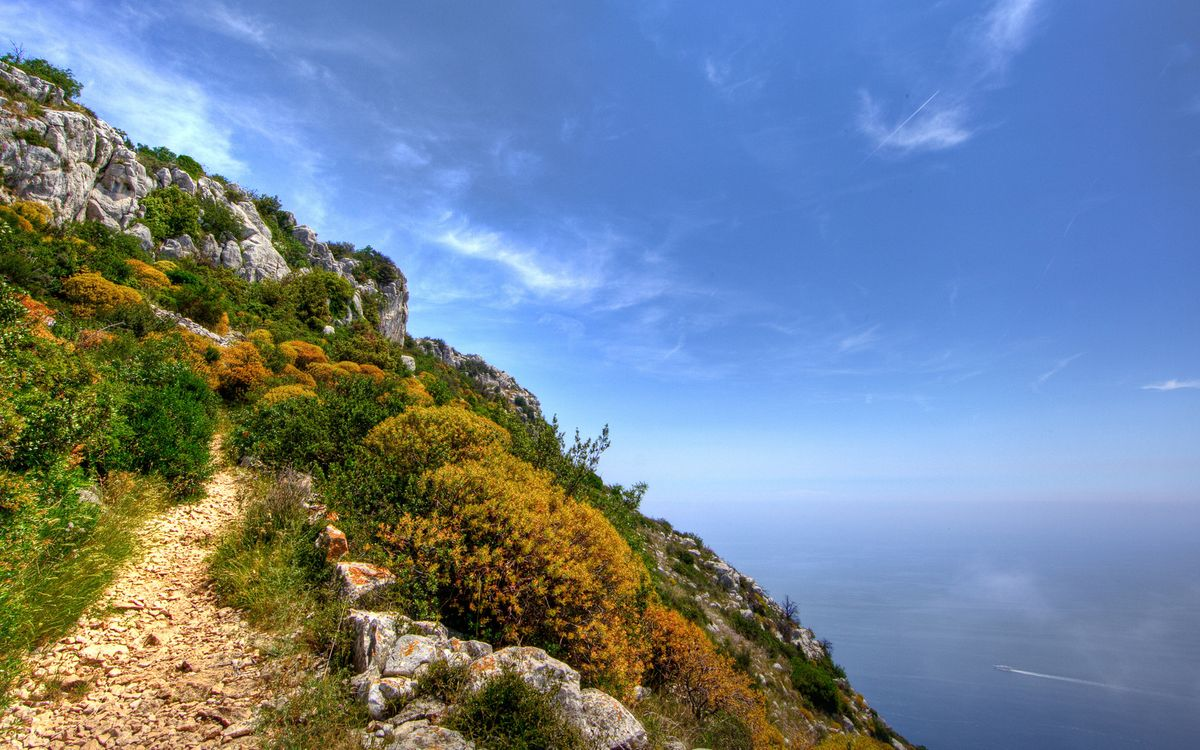 Фото бесплатно гора, тропинка, трава, камни, обрыв, море, природа
