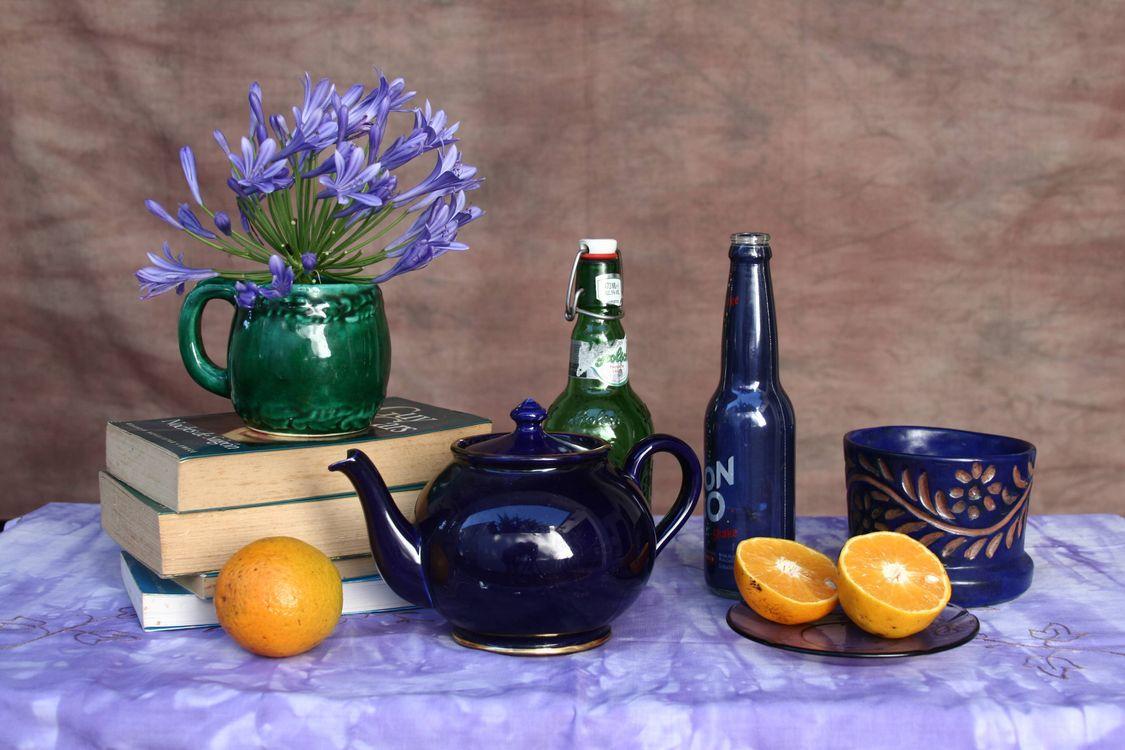 Фото бесплатно стол, книги, чайник - на рабочий стол