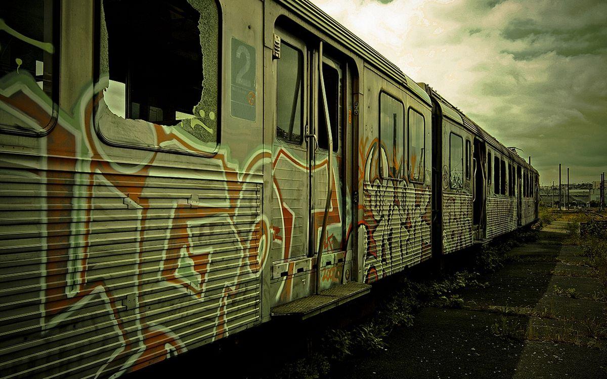 Фото бесплатно вагоны старые, электричка, окна разбитые - на рабочий стол