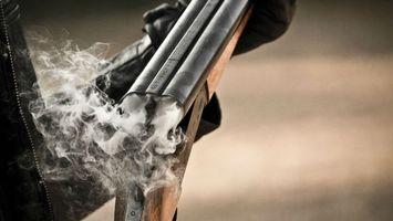 Фото бесплатно дробовик, дым, порох, перезарядка