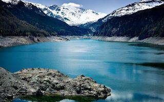 Бесплатные фото озеро,камни,горы,деревья,снег,небо